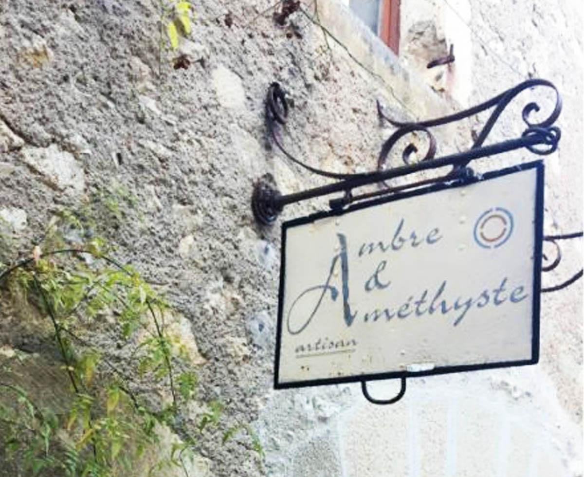 Ambre & Amethyste - Rue de la peyrolerie46330 Saint-Cirq-LapopieFranceTel: +33 6 18 98 78 56