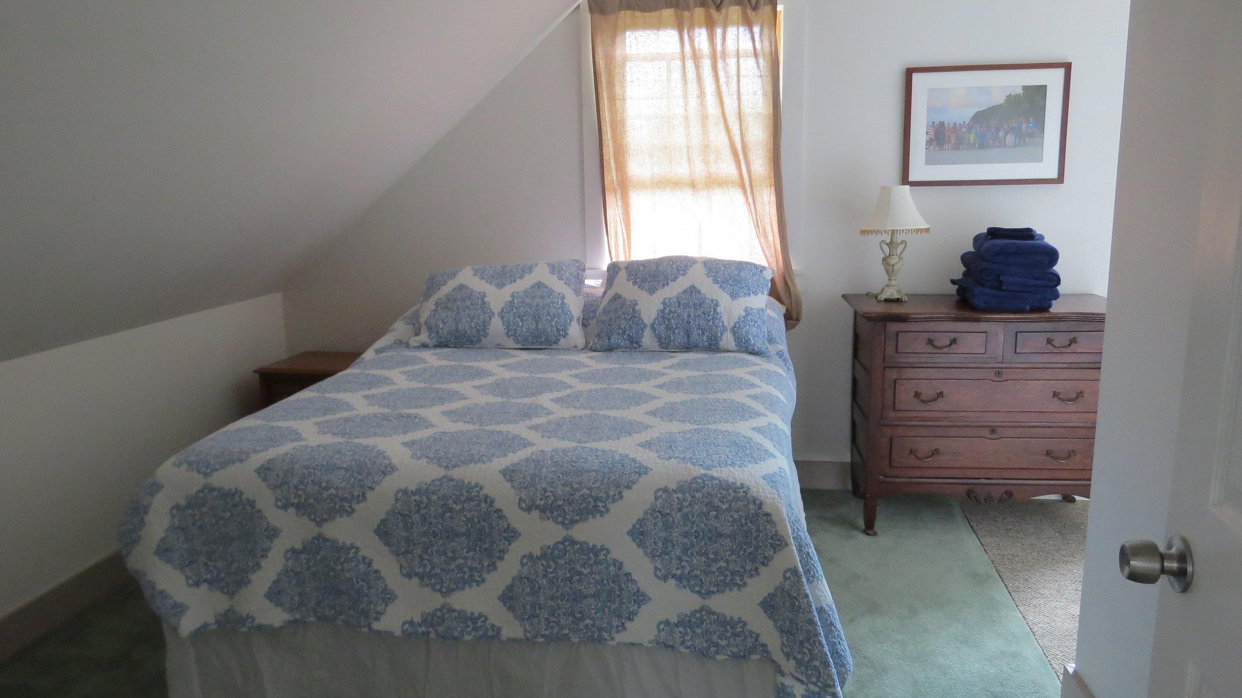 VT Bedroom 1a.JPG