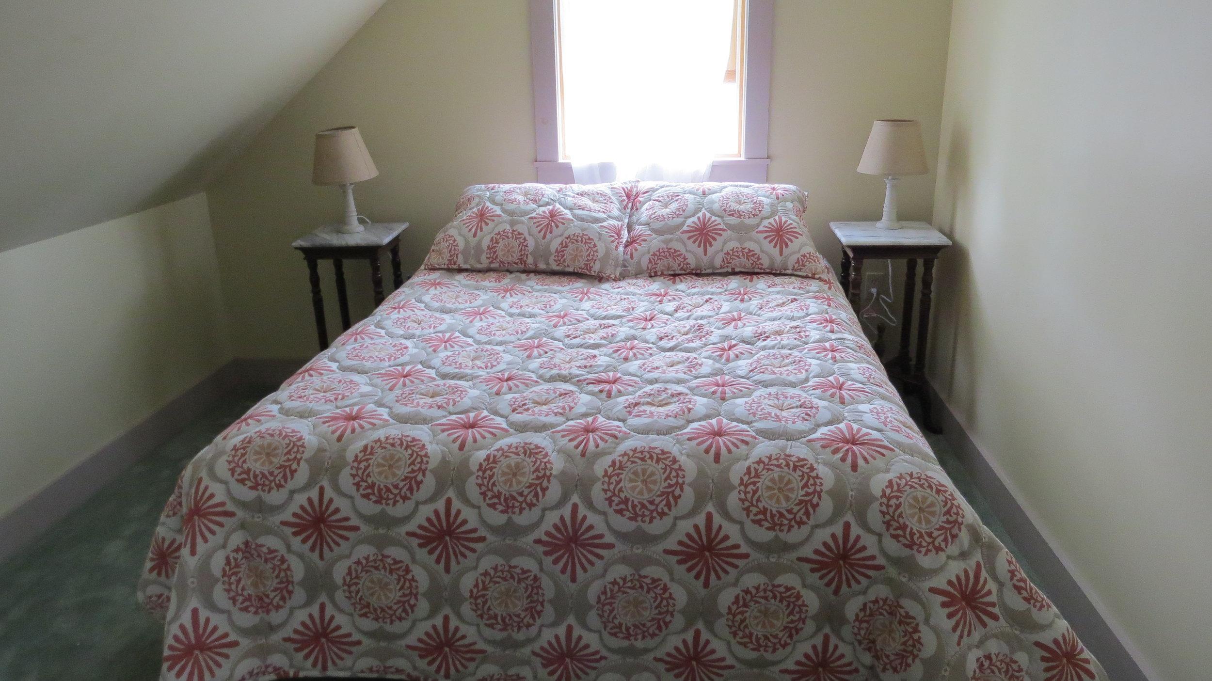 VT Bedroom 3a.JPG
