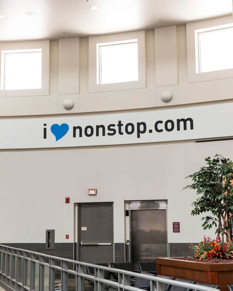 chattanooga-airport-i-heart-non-stop-signage-wall-graphic.jpg