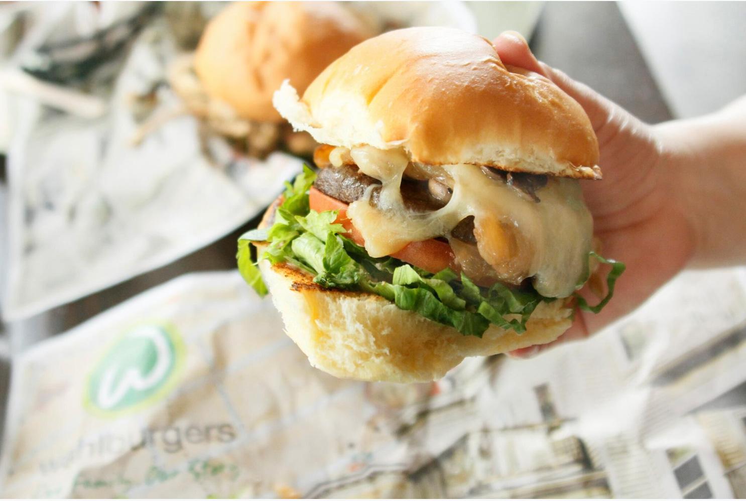 wahlburgers-7.jpg