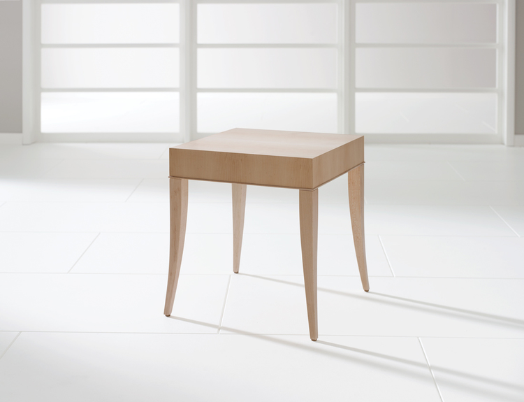 Darran Avery End Table   502.00
