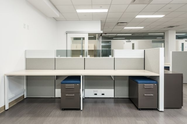 AIS Matrix Workstations with Upmounted Grey Tint Glass and L Series Pedestals