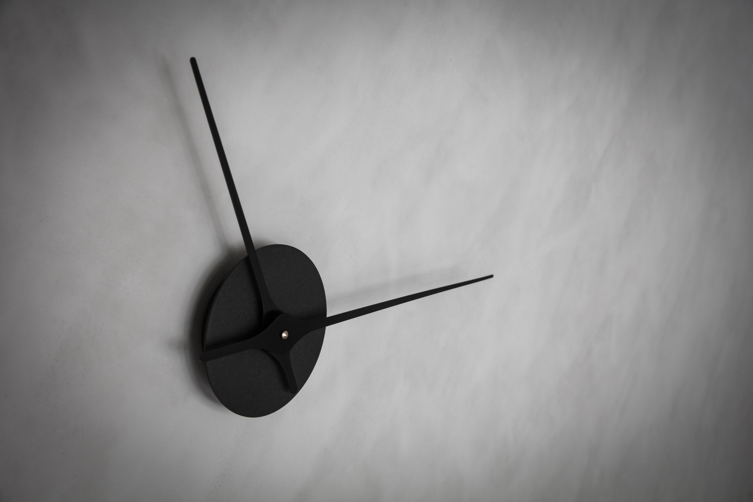 Lilje Wall Clock Black Lifestyle 4.jpg