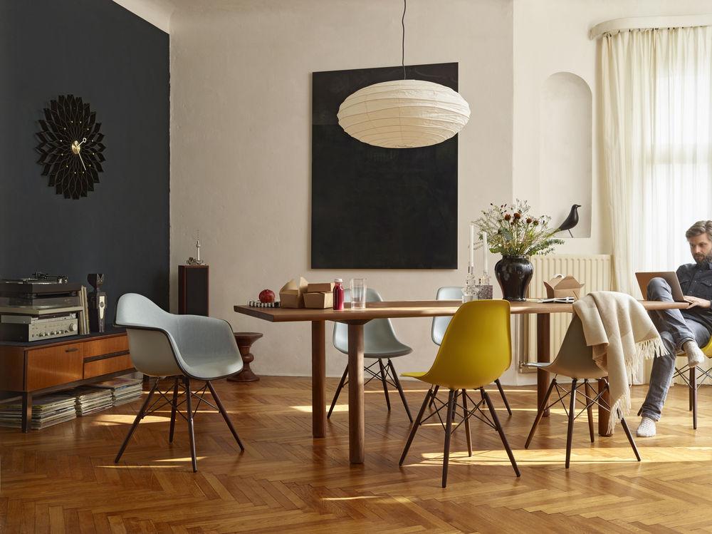Wood Table Eames Plastic Side Chair DSW Eames Palstic Armchiar DAW Wall Clock Sunflower Akari 70N Eames Stool Eames House Bird_1102689_preview.jpg