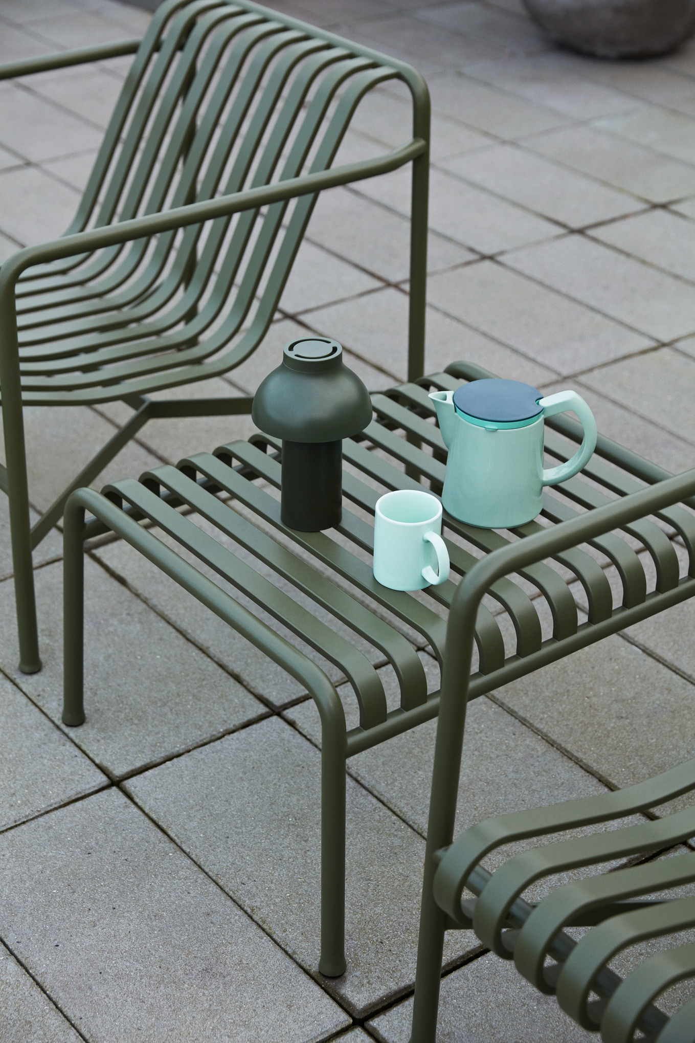 PC Portable olive_Palissade Lounge chair olive_Palissade Table olive_Coffee M mint_Rainbow mug.jpg