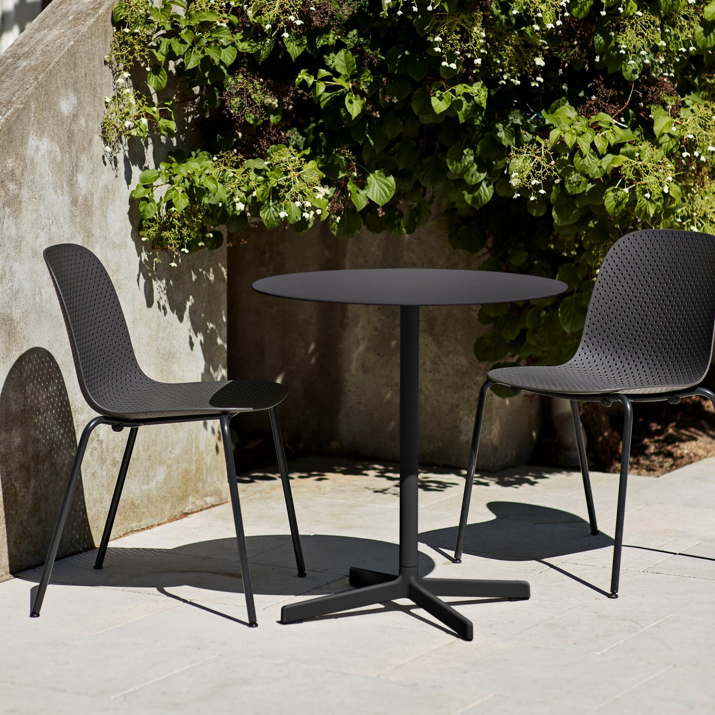 13Eighty+soft+black_Neu+Table+Round+charcoal.jpg