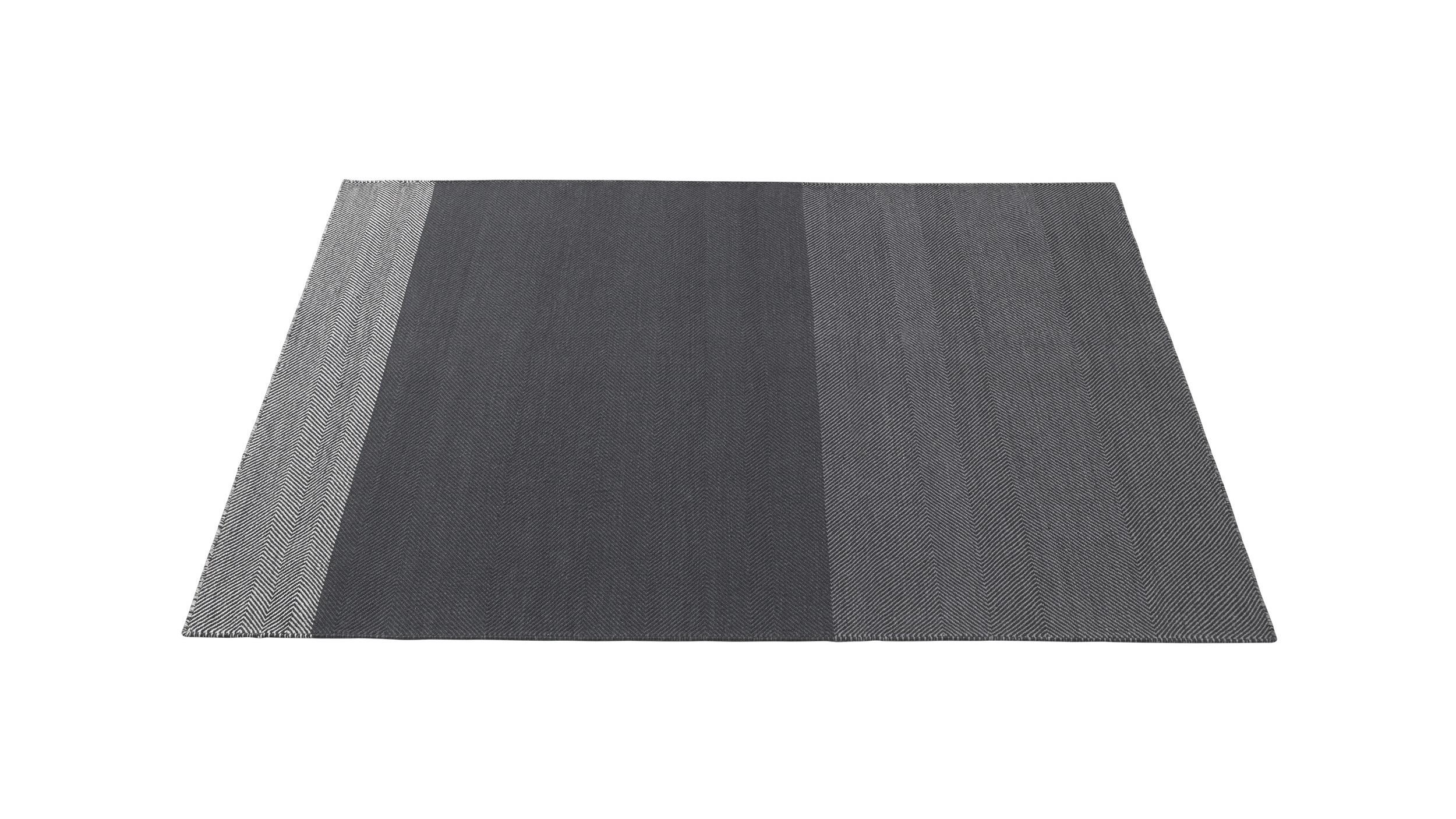 Varjo-170x240-dark-grey-Muuto-5000x5000_%28150%29.jpg