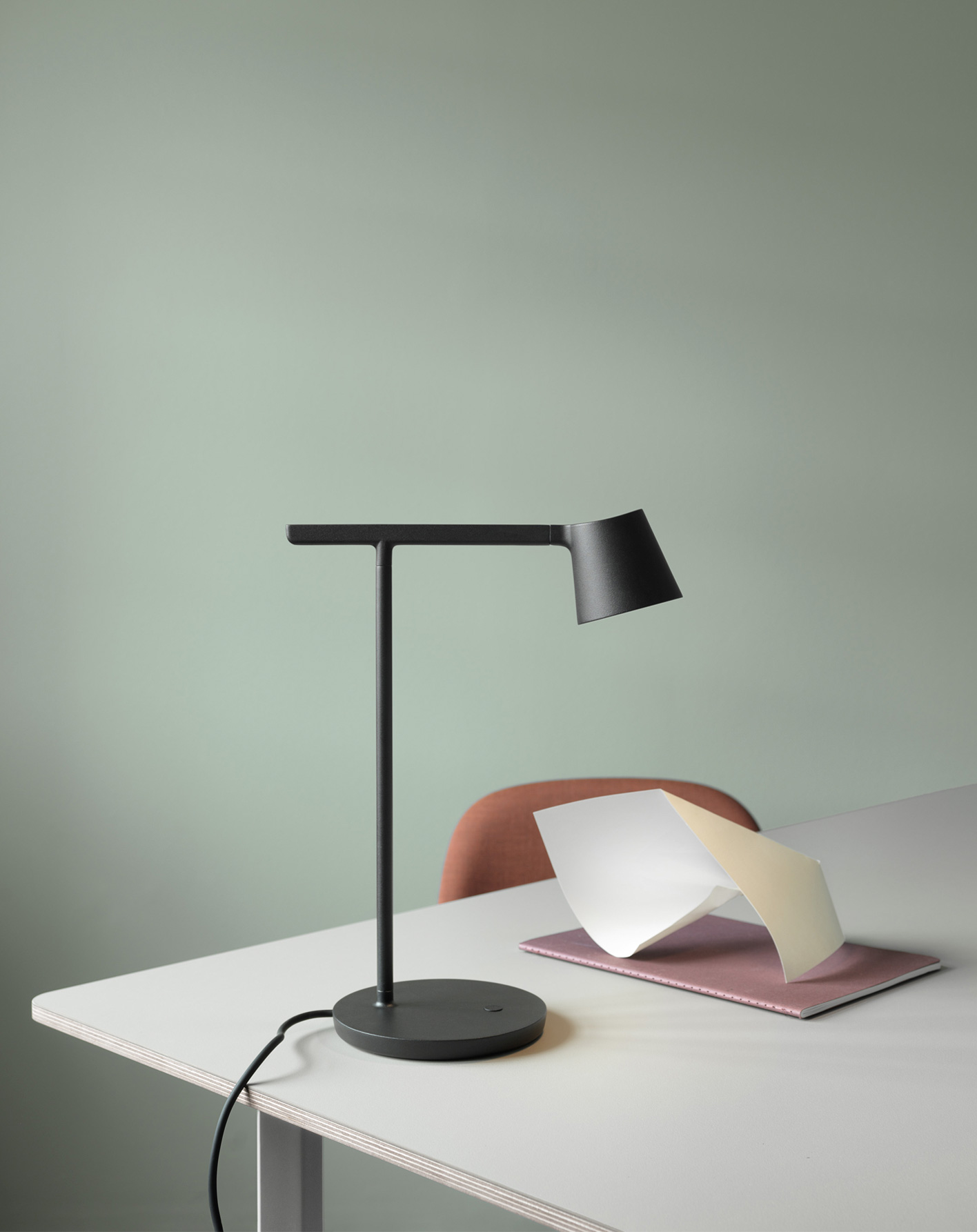 tip-lamp-black-70-70-table.jpg