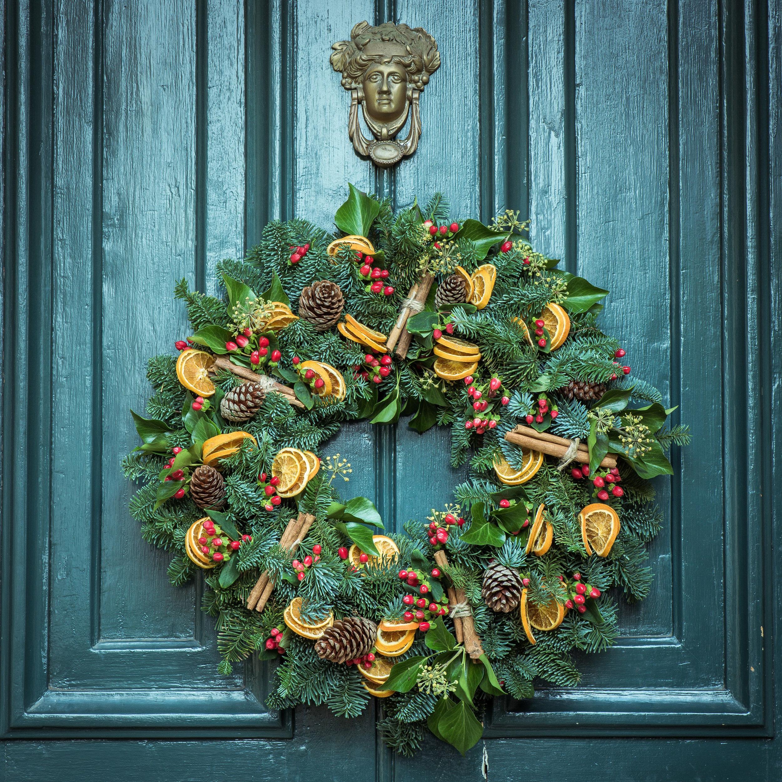 christmas-wreath-door-decoration.jpg