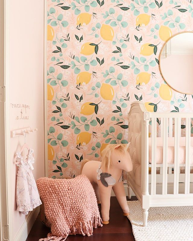 Truth moment... I was a little scared to use a BOLD wallpaper in a nursery, but I am SO glad I did. This gorgeous room is giving me soooo many ideas for my sweet girl #2 💓🍋