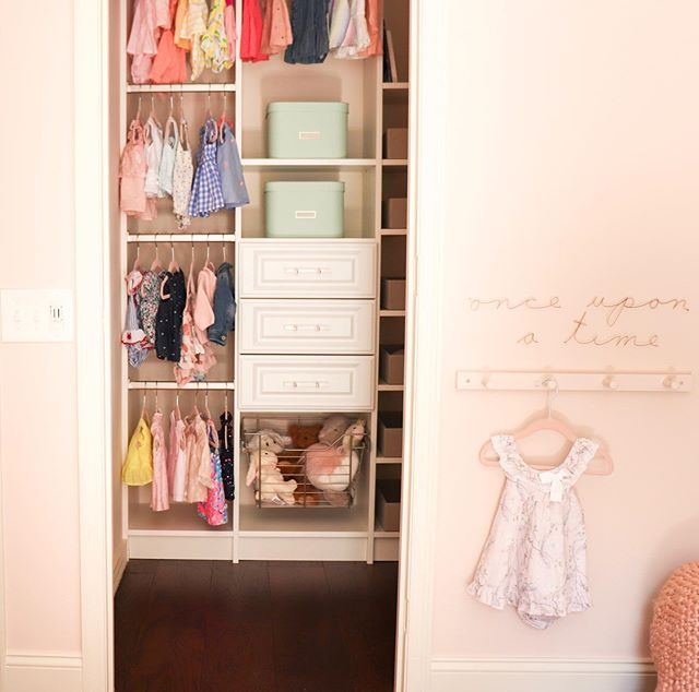 In honor of the AMAZING news I just shared on my stories!!! ⠀⠀⠀⠀⠀⠀⠀⠀⠀ Check if out so we can celebrate 🍋🙌🏻🙌🏻🙌🏻 Also- is there anything more beautiful than a well organized closet?! 🤤