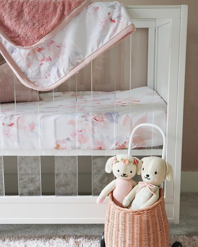 The @oilostudio love continues with this gorgeous watercolor bedding! #ad ⠀⠀⠀⠀⠀⠀⠀⠀⠀ If only this photo could properly show how SOFT this bedding truly is... both the crib sheet and minkey blanket were the perfect addition for this clean acrylic crib in this subtle blush room 💕