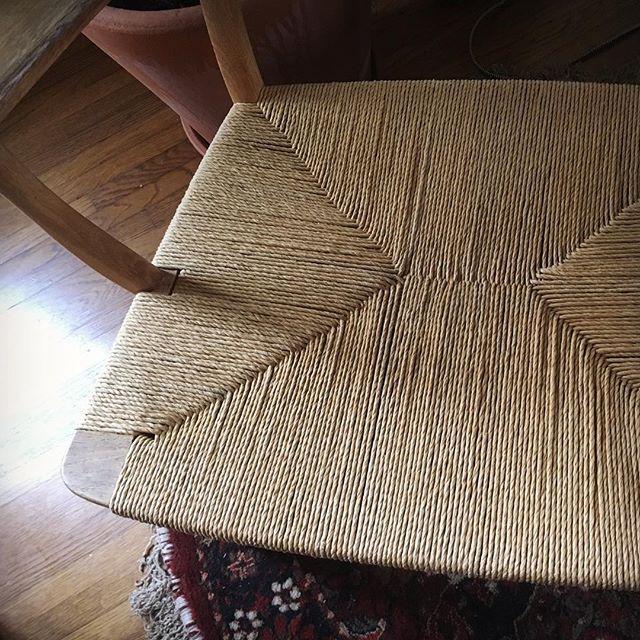 I love it when a good pattern comes together. • • • • • • • • •#danishmodern #danishmodernism #hanswegner #hansolsen #papercord #papercording #danishpapercord #handcaning #furniture #furniturecaning #rattan #wicker #rattancaning #caning #antique #antiquefurniture #diy #craft #woodworking #pdx #portland #weaving #textiles #design #weavingwithwood #furnituredesign #old #techniquetuesday #furniturerehab #furniturefixer #wicker