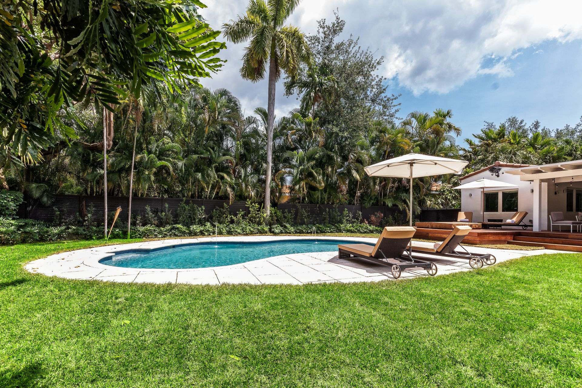4760 BAY POINT RD - $2,399,0003 BEDROOMS |3 BATHS |3,014 SQ FTListing Agent: Vanessa Maggi LUNCH WILL BE SERVED AT THIS HOME