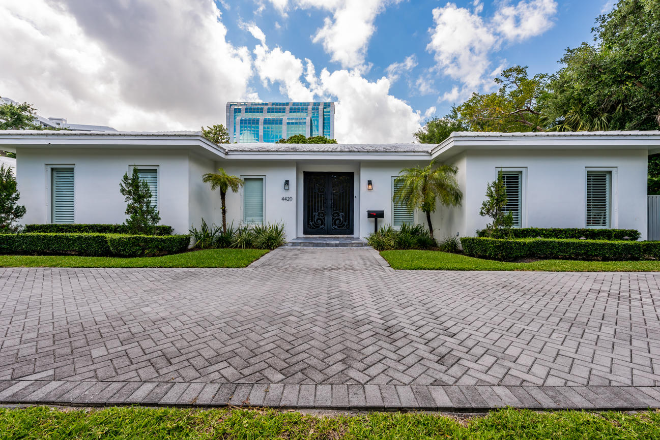 4420 BAY POINT RD - $2,600,0004 BEDROOMS |4 BATHS |4,000 SQ FTListing agent:Sylvia Chamorro