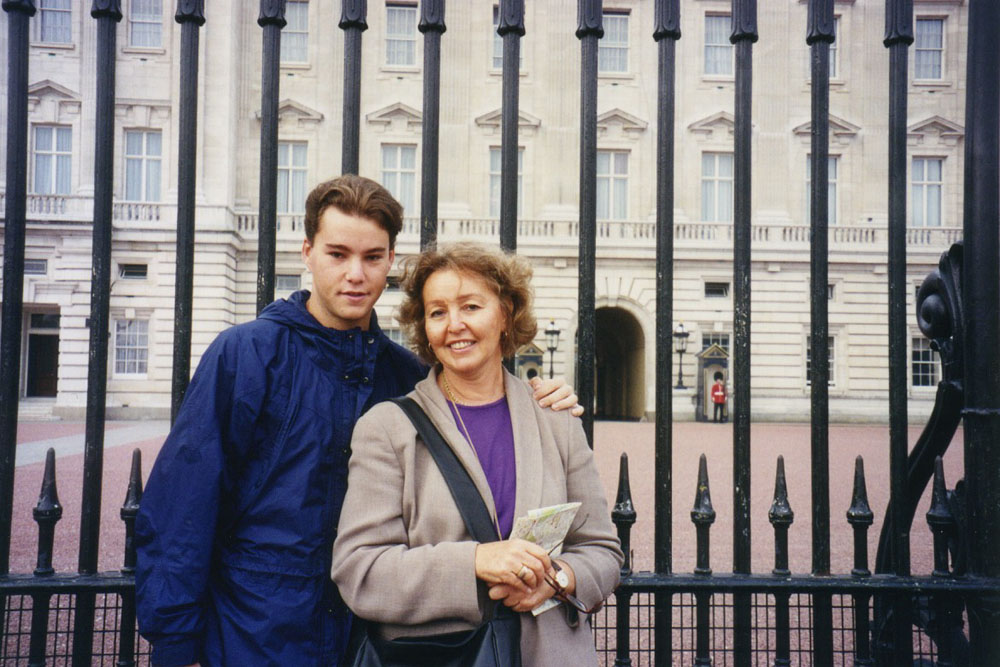 with my mom at Buckingham Palace