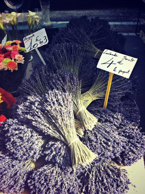 PROVENCE MARKET TIPS - A trip through the fairy tale Saint-Rémy-de-Provence Market