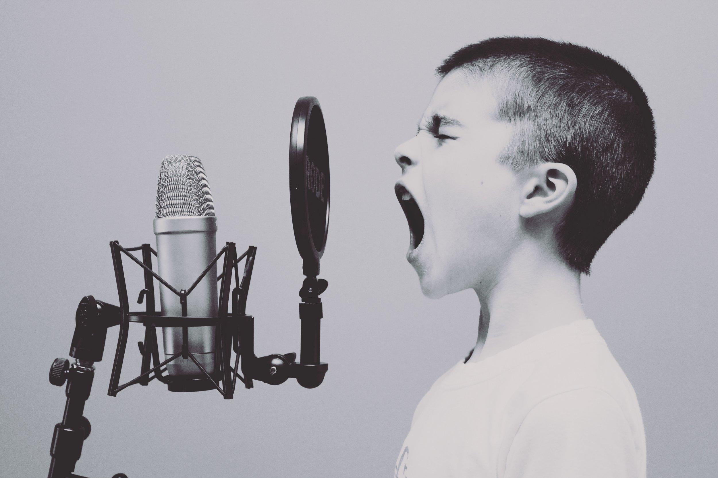 Confident speaker, no stutter