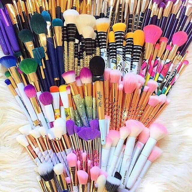 Do you ever wonder what makeup brush does what? Most people just guess as to what brush to use well now you don't have to guess @bellamage we offer our 4 day makeup classes and we teach you everything you need to know to get started in the makeup industry. www.bellamage.com #makeuptutorial #makeupartist #beauty #eyelashextensions #hairextensions #nailsofinstagram #microblading #brows #lasvegas #lasvegasbeauty #lasvegaseyelashextensions #lasvegaslashes #lasvegaslocals #lasvegasmua #lasvegasmakeupartist #lv #arizona #arizonamua #arizonaeyelashextensions #lasvegasmicroblading #arizonamicroblading #paulmitchelltheschool #euphoria #arizonanails #arizonahairstylist #arizonastylist #lasvegashairstylist #lasvegassalon #lasvegasstylist #beautyschoolstudent