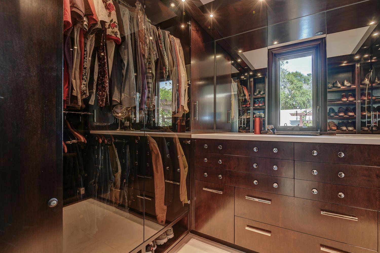 25_3737 Coyote Canyon Soquel CA-large-030-39-His Closet-1500x1000-72dpi.jpg