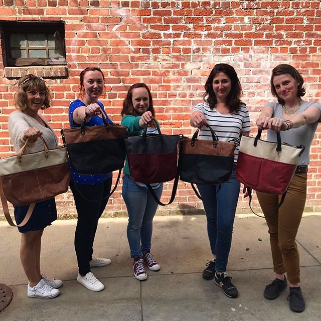 We've got another Klum House Fremont Tote class coming up on the 29th! This class is so fun and includes everything you need to make a bag that you will love! Signup via the link in profile ❤️❤️❤️ #yayfremont