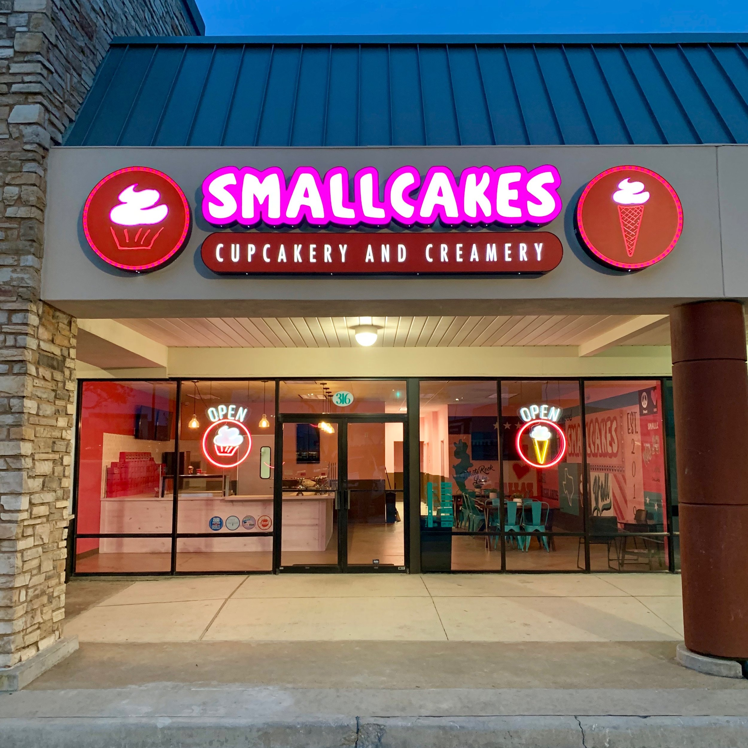 SmallCakes Medallion Center - SmallCakes DallasLocated in Medallion Center6464 East Northwest Highway, Suite 316Dallas, TX, 75214(469) 994-0284Hours:Monday through Saturday - 10 am to 8 pmSunday - noon to 6 pm