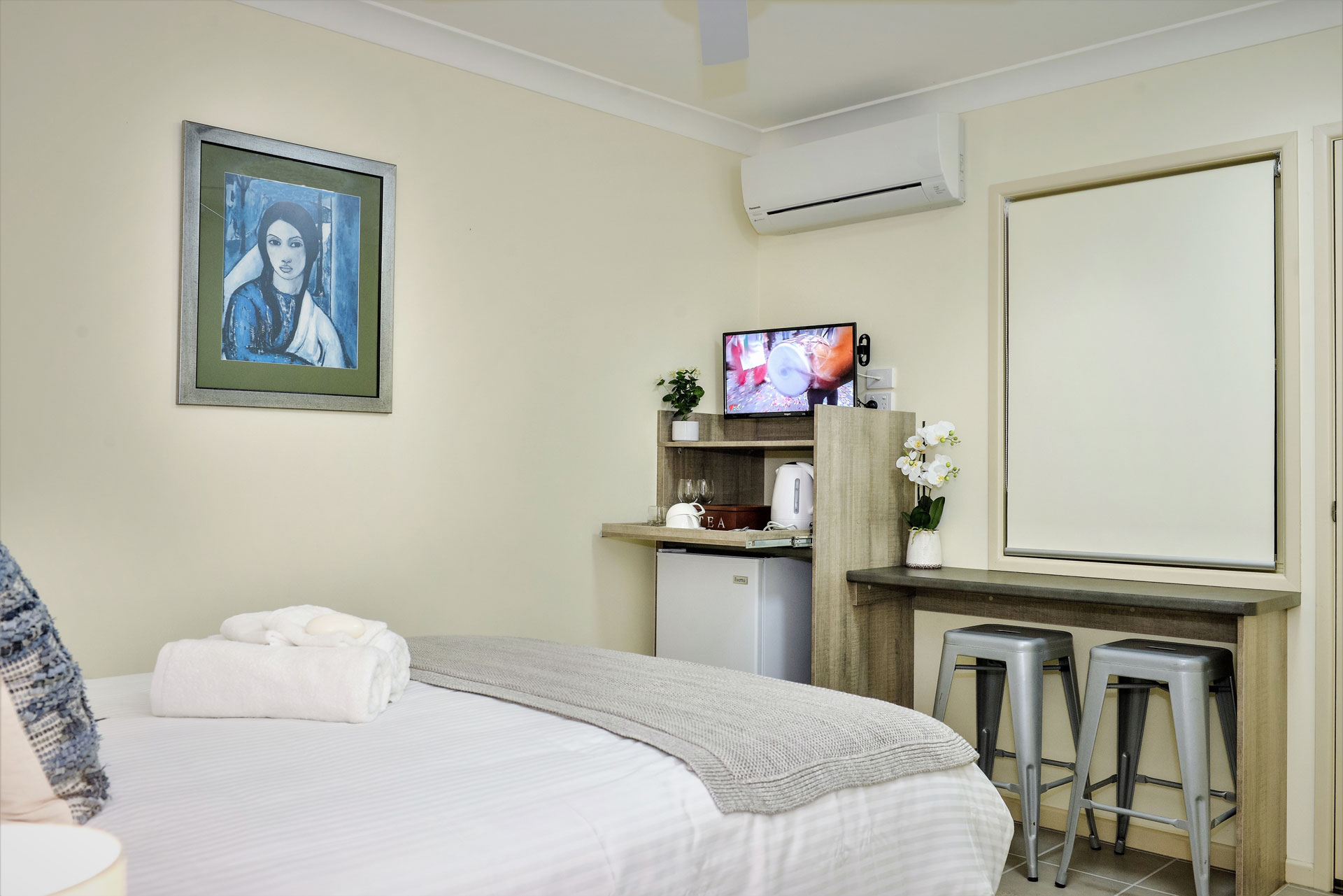The Ribbonwood Studio - Compact room from $145/night