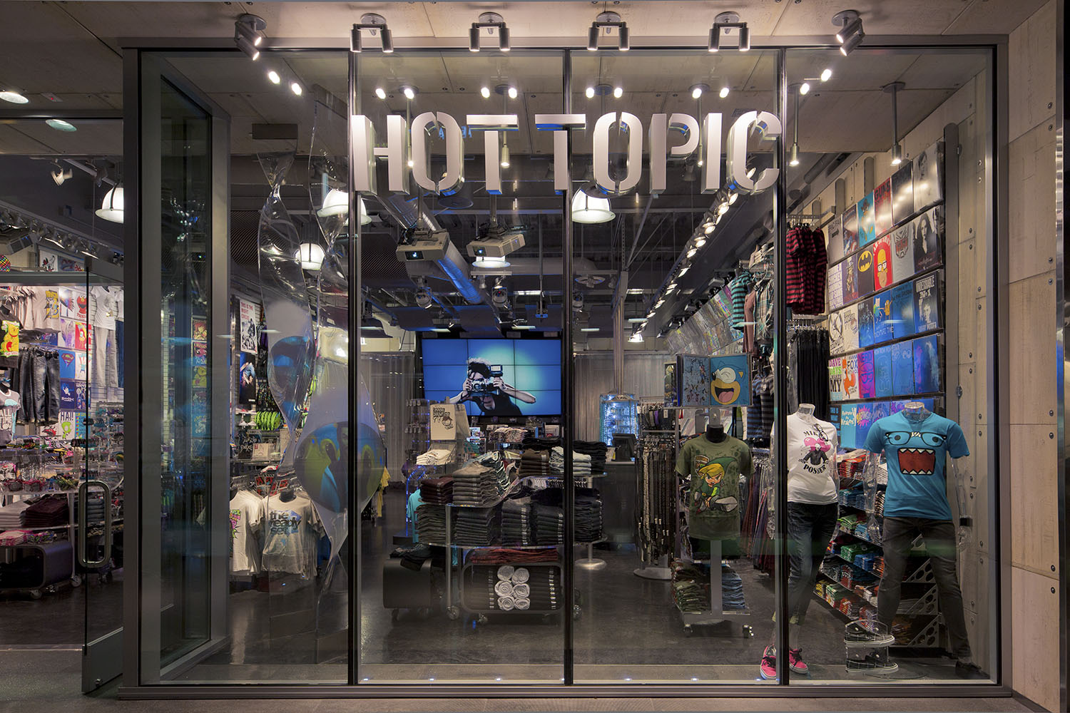 012-3680-002-Hot Topic.jpg