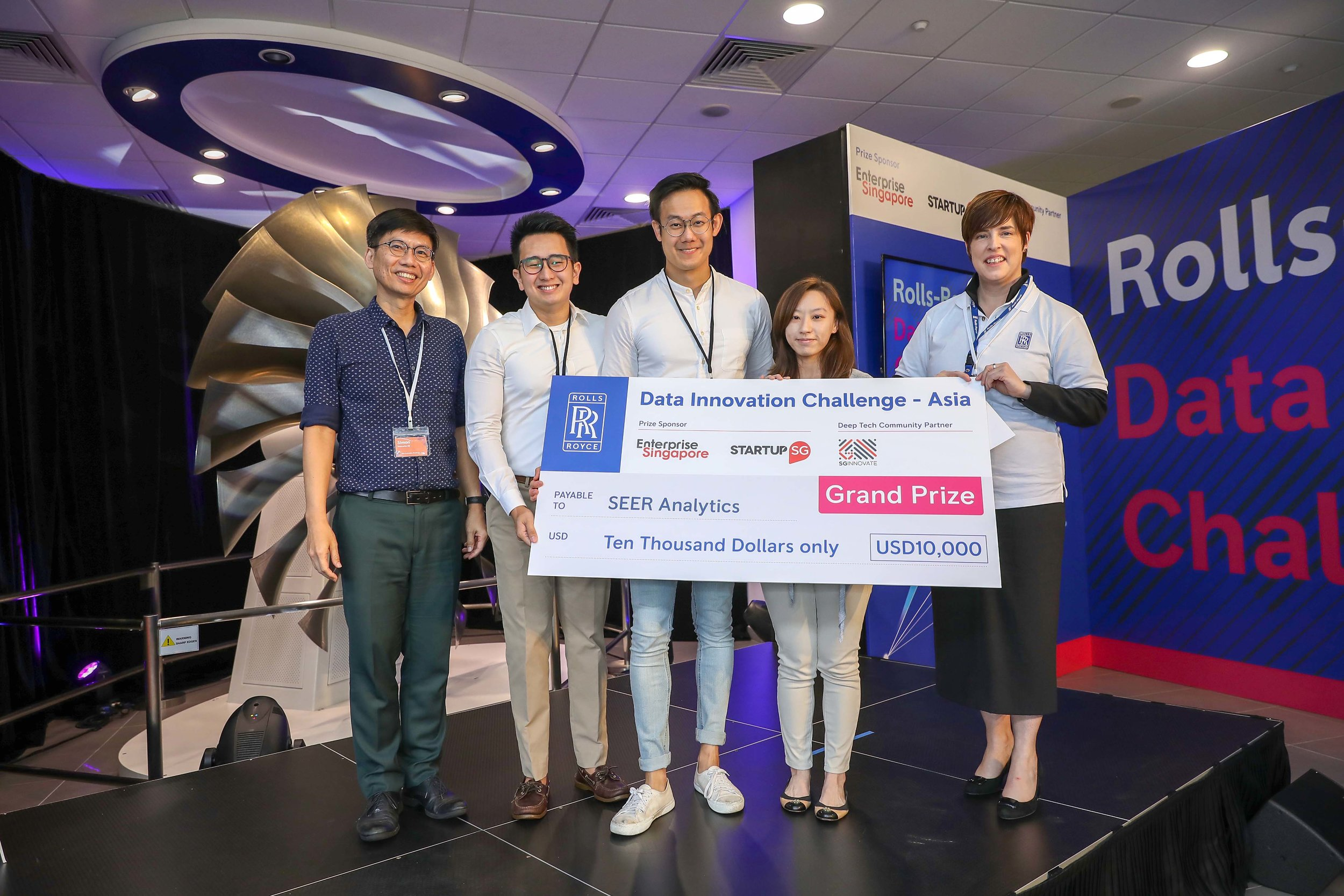 Grand prize winners SEER Analytics together with Simon Lim from Enterprise Singapore (left) and Caroline Gorski from Rolls-Royce (right)