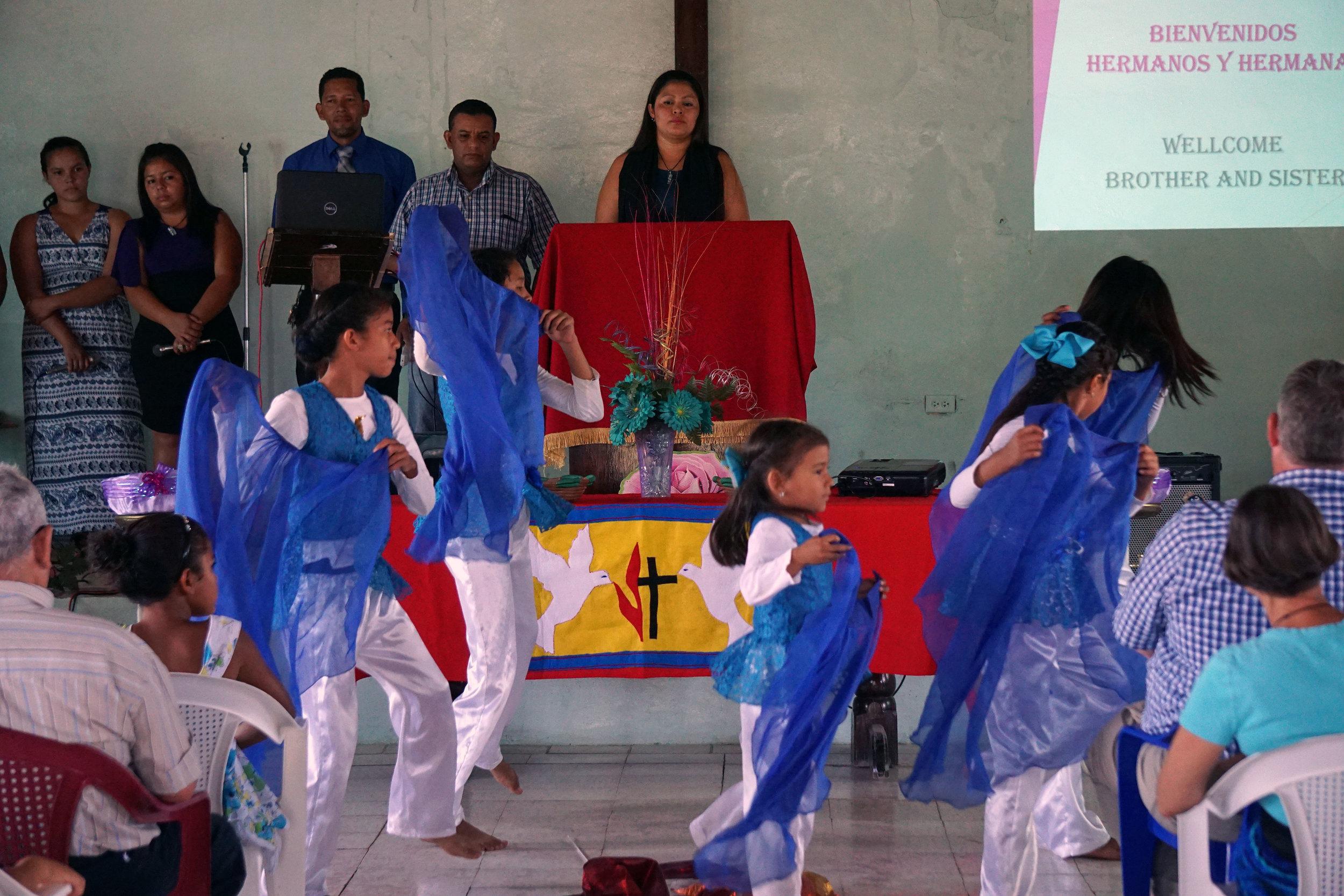 Honduras, Worship (mission pic 12).JPG