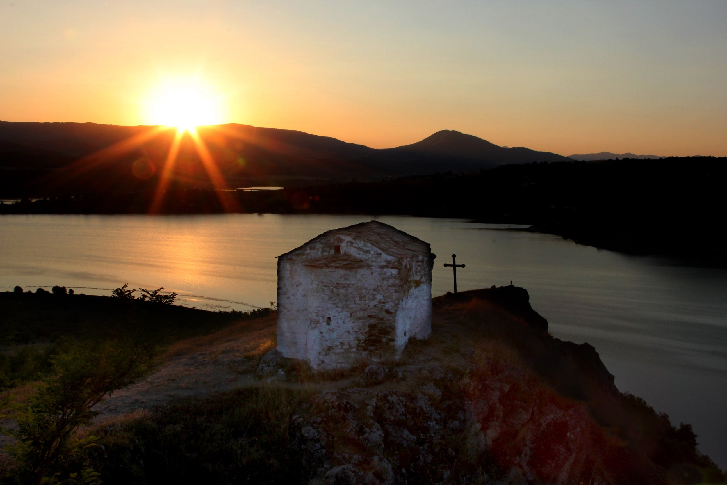 ancient-chapel-pchelina-dam-sunset-stioanletni-sunburst-cross-still-water-southloop-phototour-bulgaria-barb-2016.jpg