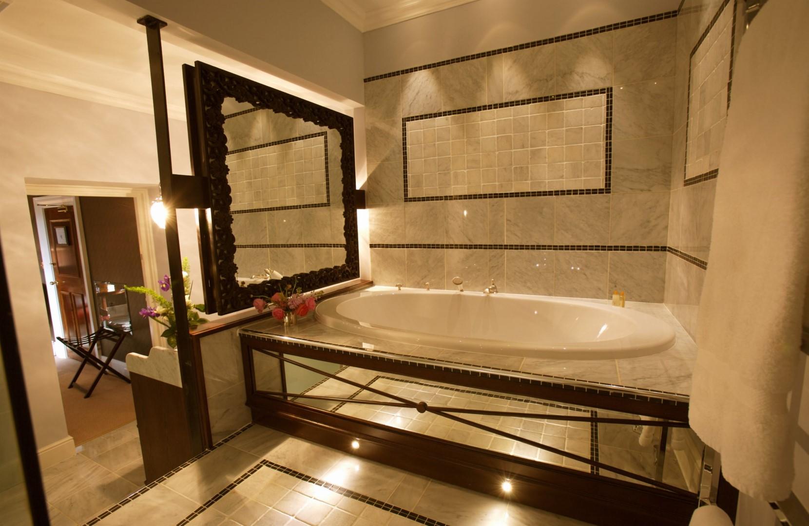 Nina Campbell Bathroom