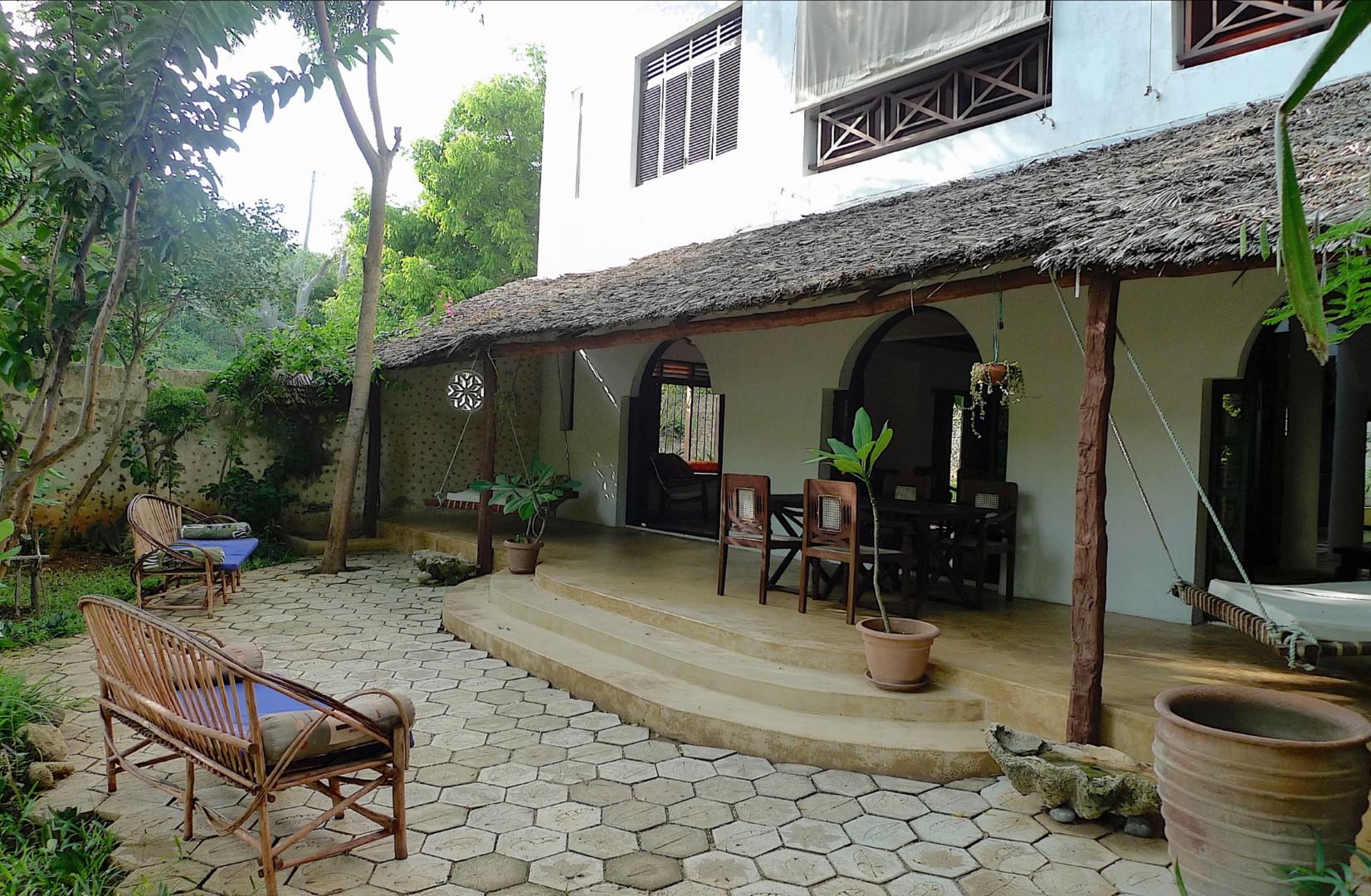 Deule-House-Shela-Lamu-Island-Kenya-Garden-Terrace.jpg