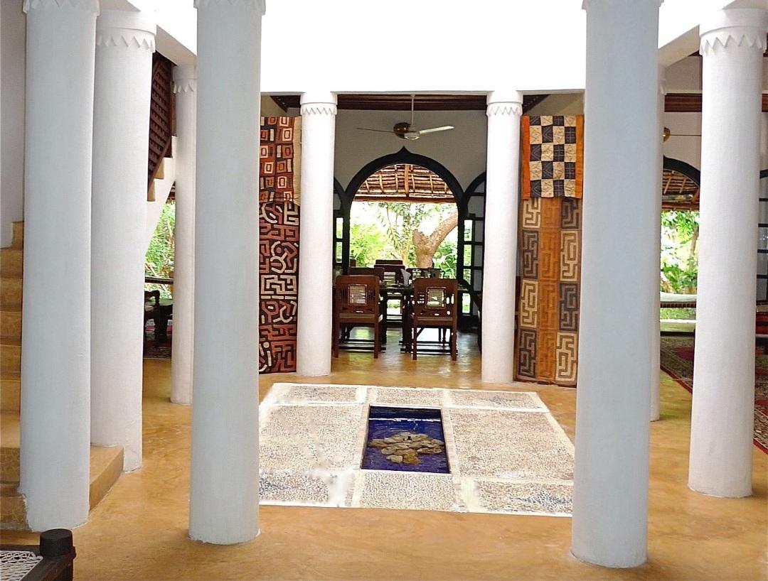 Deule-House-Shela-Lamu-Island-Kenya-Courtyard-Entry-1.jpg