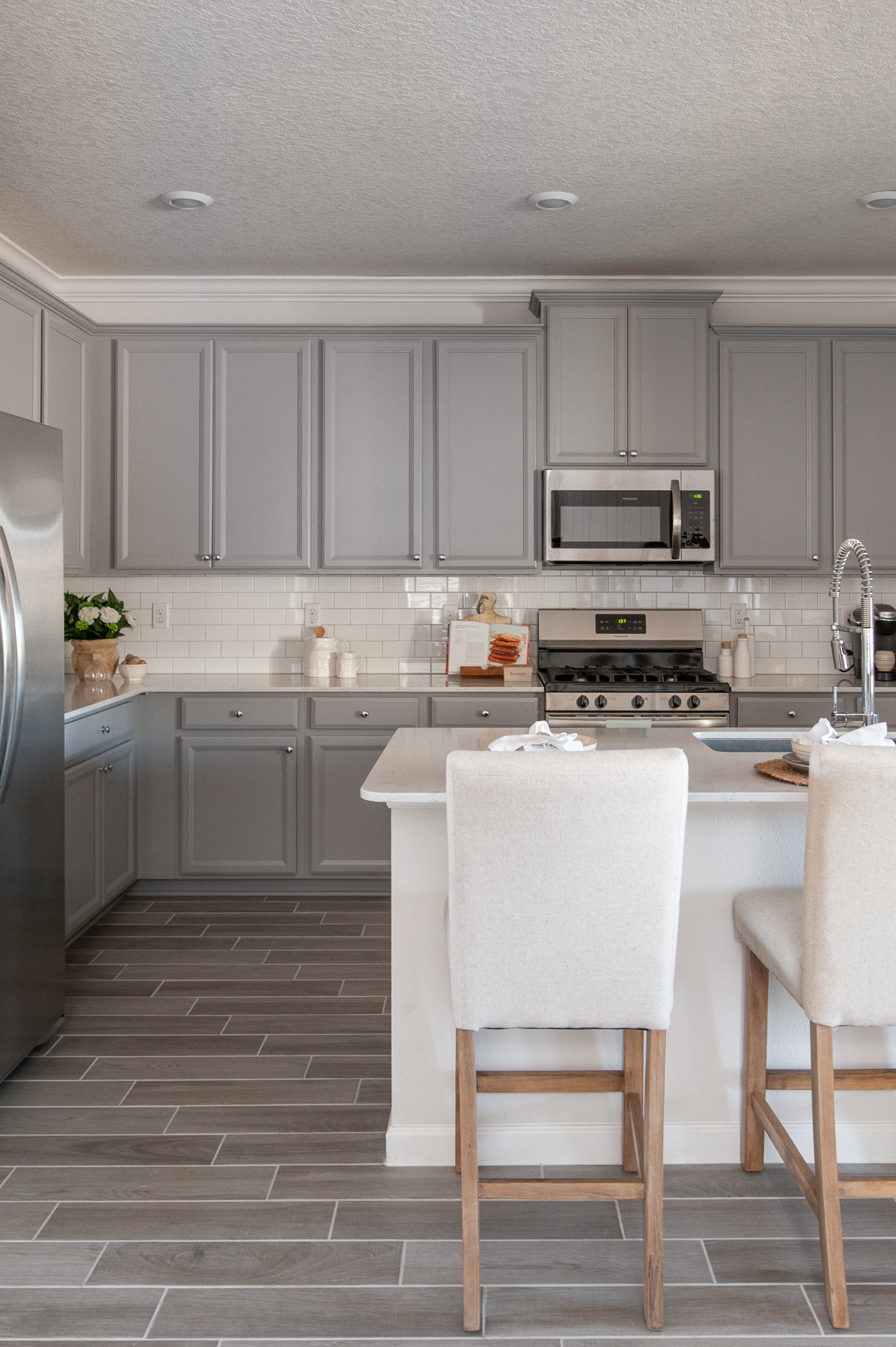Micamy_Interior Designer_Design_Interior_Model_Merchandising_Kitchen_Grey_Cabinets_Forty West_Lennar_Place Setting_SubwayTile_Farmhouse_TileFloor.jpg