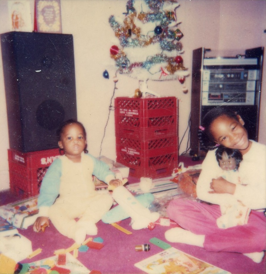 Diamonte Walker (pictured right) and her brother in their Francis Street living room c. 1980s. Courtesy of Diamonte Walker.