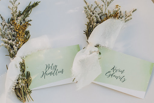 creative placecard ideas dried flower watercolor.jpg