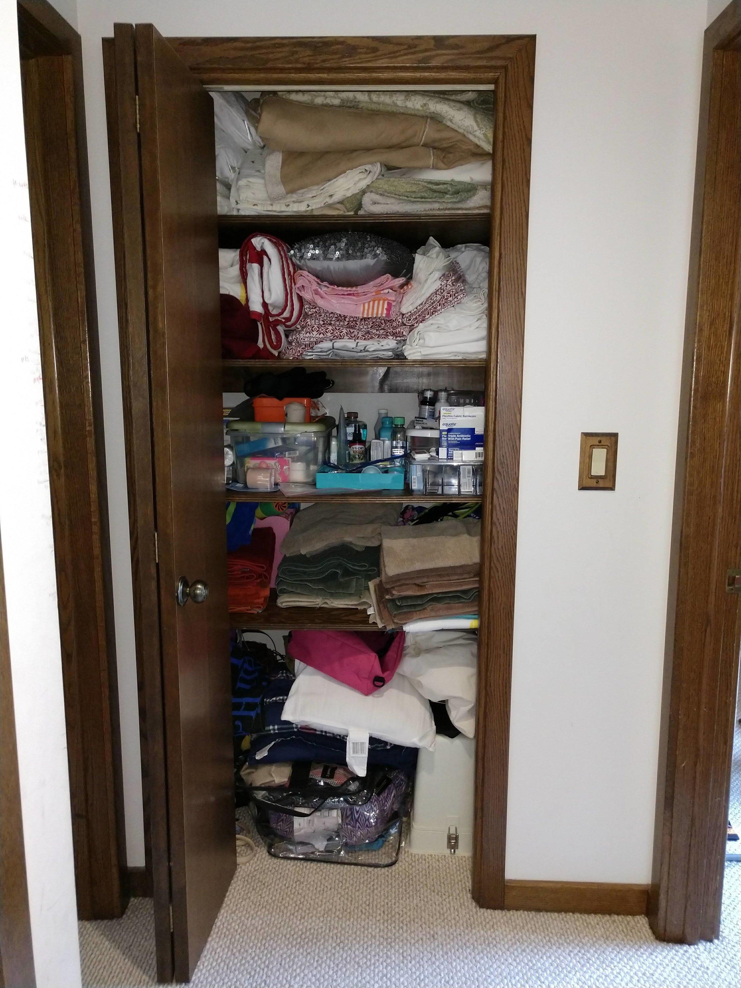linen closet before 5.jpg