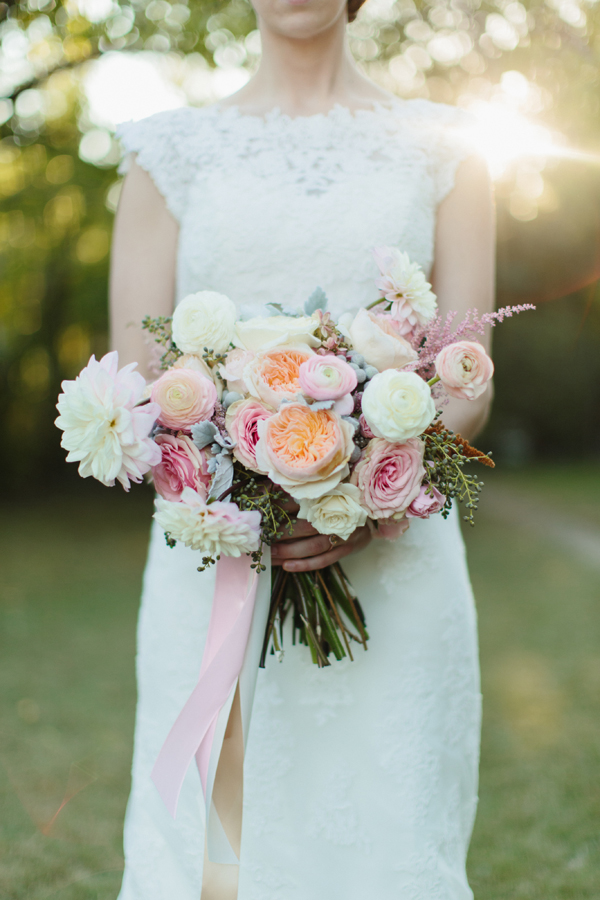 southern-wedding-dahlia-bouquet1.jpg