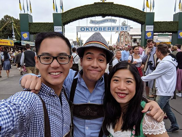 Another year, another great time at Oktoberfest. Do I sense a tradition coming? 😅 . . . . . #germany #munich #münchen #oktoberfest #einprosit #prost