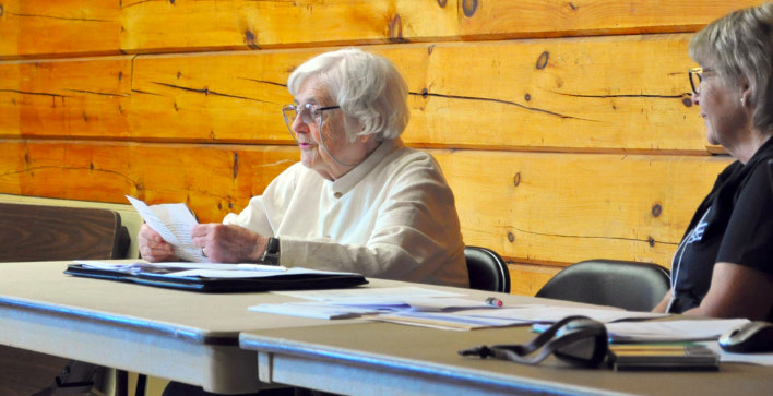 Longtime Haliburton resident Leopoldina Dobrzensky reads a statement that she and Margaret Dobrzensky have donated 500 acres to the Haliburton Highlands Land Trust through the Federal Ecological Gifts Program. The announcement was made at the HHLT's June 2 AGM. The area will be known as Barnham Creek Nature Reserve. [Photo © Olivia Robinson]