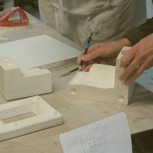 Les pièces détachées du moule en plâtre