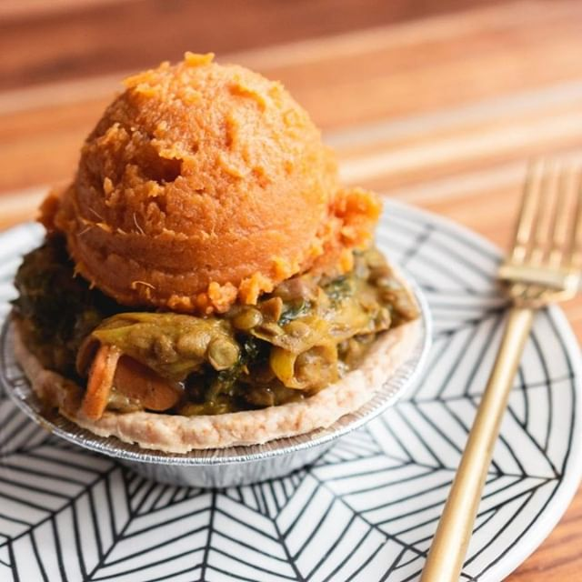 KALE YEAH WE ARE EXCITED! Why? Because our Lentil + Kale Pot Pie, topped with cinnamon butter sweet mashed potatoes, will be available during our @gofooda pop up today. See you at 2500 W Bradley Place Lobby from 11:30 am to 1:30 pm. 😋⠀ .⠀ .⠀ .⠀ .⠀ .⠀ #justiceofthepies #pies #pie #pielove #chicagopie #chicagobakery #bakingaddiction #freshlybaked #bakedfromscratch #foodie #pastryporn  #homemade #homemadepie #chicagobusiness #eaterchicago #illinoismade #enjoyillinois #madeinchicago #chicagofood #f52grams #buyblack #blackowned #woc  #dessert # #eeeeeats #feedyoursoul #eater #feedfeed #buzzfeast #beautifulcuisines ⠀