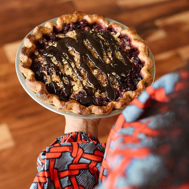 It's a Dark Chocolate Cherry Crumble kind of day. What is your favorite fruit pie that you love to devour on a day like today? 🍫+ 🍒= ☀️⠀ .⠀ .⠀ .⠀ .⠀ .⠀ .⠀ #justiceofthepies #pies #pie #pielove #chicagopie #chicagobakery #bakingaddiction #freshlybaked #bakedfromscratch #foodie #pastryporn  #homemade #homemadepie #chicagobusiness #eaterchicago #illinoismade #enjoyillinois #madeinchicago #chicagofood #f52grams #buyblack #blackowned #woc  #dessert # #eeeeeats #feedyoursoul #eater #feedfeed #buzzfeast #f52picnic ⠀ ⠀