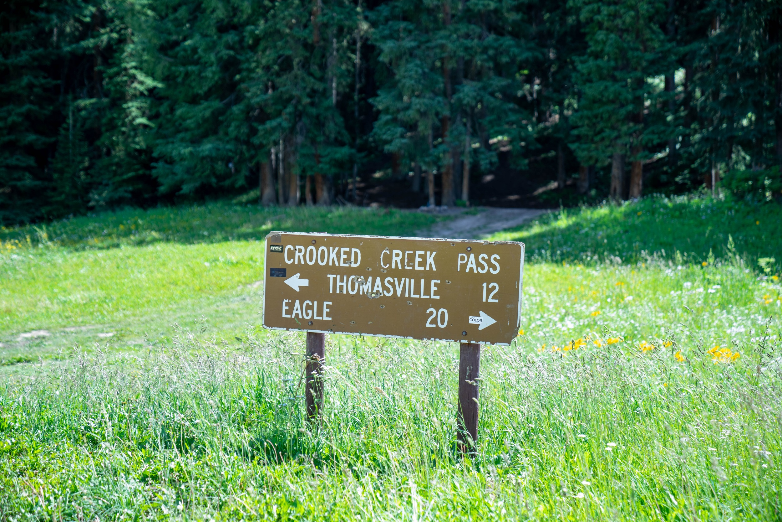 The sign at the crest of crooked Creek.