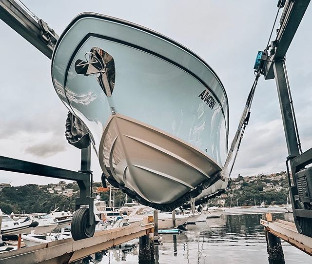 "The perfect hull. The size of the strakes, the angle of deadrise, the amount flare, the height of freeboard, the classic lines, the location of chines.  If Goldy Locks' swapped her porridge for hull design, she would say this one is ""just right"". 📸 Grady-White 271 Canyon @gradywhite_boats"