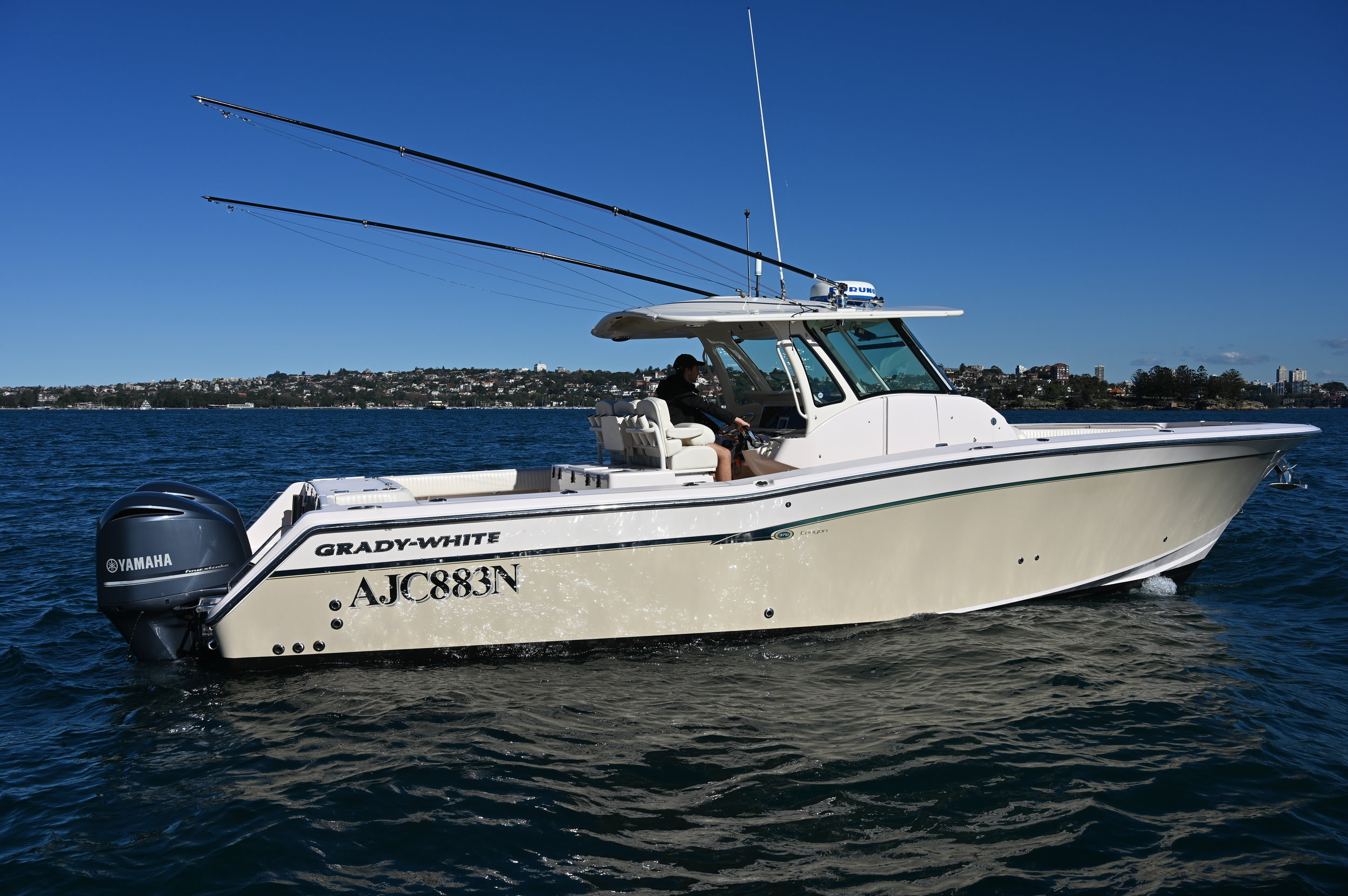 The Grady-White 376 Canyon takes centre console comfort and luxury to the next level. With her broad 4.01m beam, the 376 boasts a huge interior with room for several anglers to fish without bumping elbows.