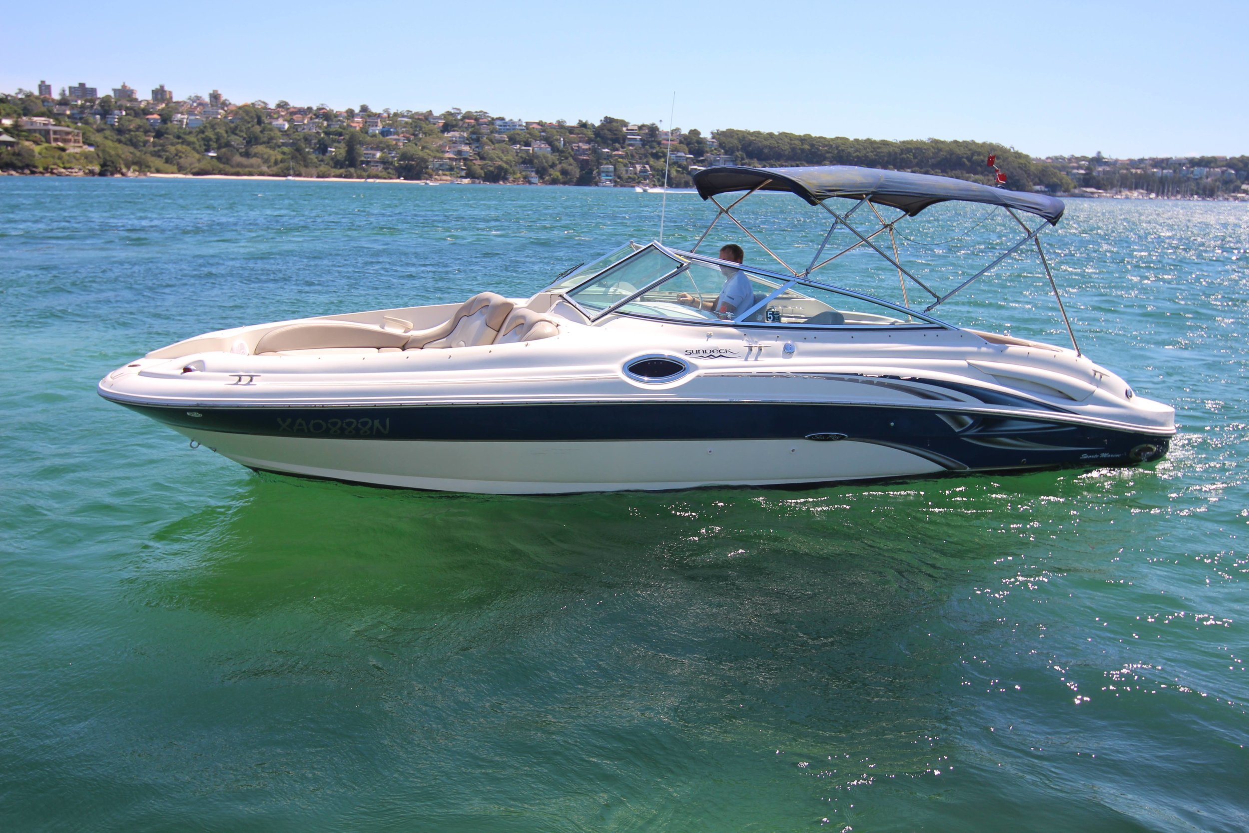 A well maintained and immaculately presented Sea Ray 270 Sundeck.