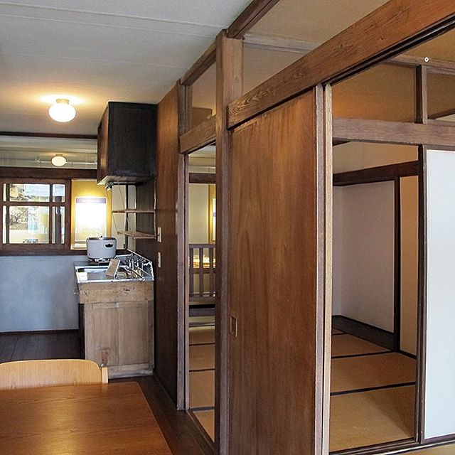 Kunio Maekawa Harumi Apartments (1958) _____________________________________________________________  Maintaining tradition versus encouraging modernization #lowmaterials #highdesign